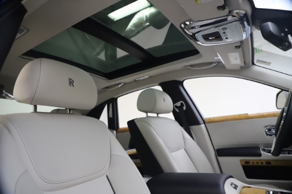 Used 2018 Rolls-Royce Ghost for sale $249,900 at Alfa Romeo of Greenwich in Greenwich CT 06830 28