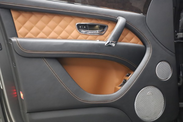 Used 2018 Bentley Bentayga W12 for sale $156,900 at Alfa Romeo of Greenwich in Greenwich CT 06830 18