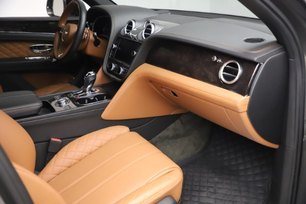 Used 2018 Bentley Bentayga W12 for sale $156,900 at Alfa Romeo of Greenwich in Greenwich CT 06830 28