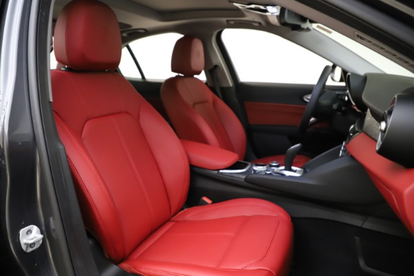 New 2021 Alfa Romeo Giulia Q4 for sale $48,035 at Alfa Romeo of Greenwich in Greenwich CT 06830 22