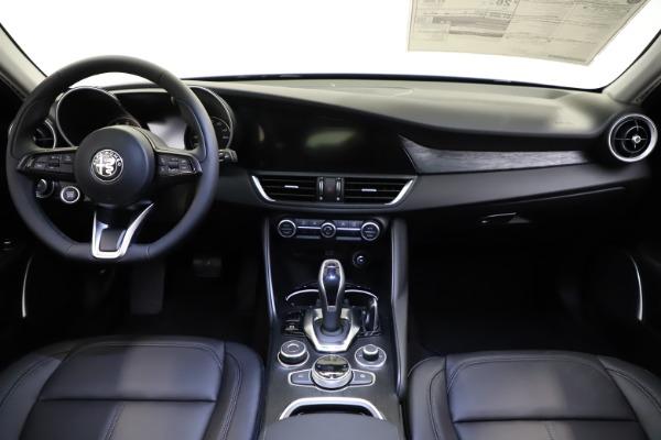New 2021 Alfa Romeo Giulia Q4 for sale $46,800 at Alfa Romeo of Greenwich in Greenwich CT 06830 16