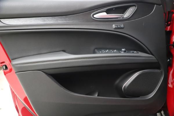 New 2021 Alfa Romeo Stelvio Q4 for sale $47,735 at Alfa Romeo of Greenwich in Greenwich CT 06830 17