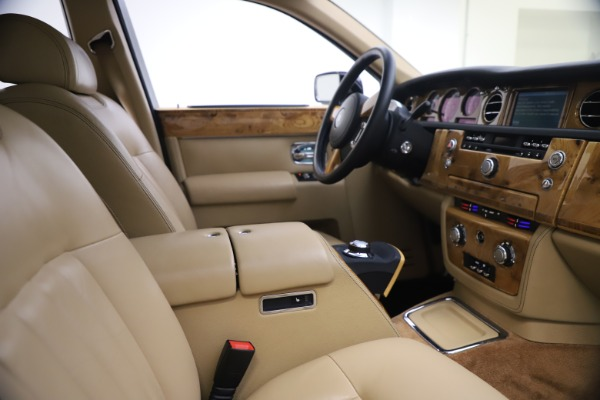Used 2006 Rolls-Royce Phantom for sale $109,900 at Alfa Romeo of Greenwich in Greenwich CT 06830 21