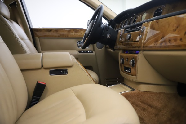 Used 2006 Rolls-Royce Phantom for sale $109,900 at Alfa Romeo of Greenwich in Greenwich CT 06830 24