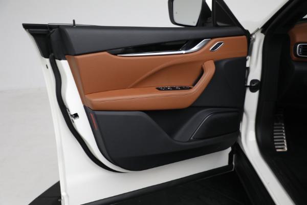 New 2021 Maserati Levante Q4 for sale $85,625 at Alfa Romeo of Greenwich in Greenwich CT 06830 17