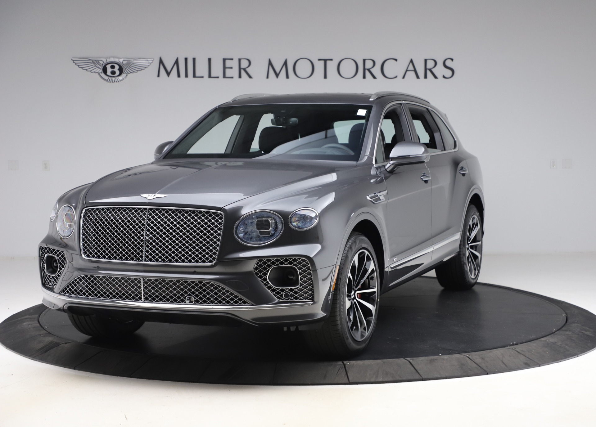 New 2021 Bentley Bentayga V8 for sale $213,720 at Alfa Romeo of Greenwich in Greenwich CT 06830 1