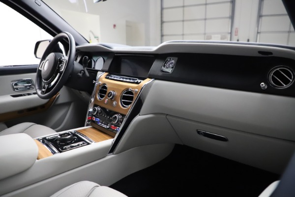 Used 2019 Rolls-Royce Cullinan for sale $349,900 at Alfa Romeo of Greenwich in Greenwich CT 06830 14