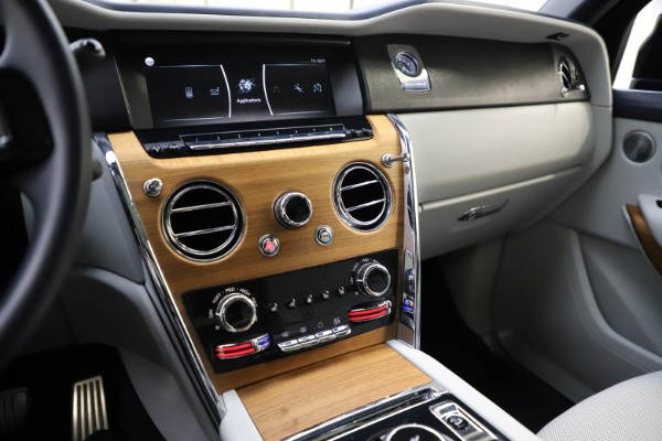 Used 2019 Rolls-Royce Cullinan for sale $349,900 at Alfa Romeo of Greenwich in Greenwich CT 06830 28