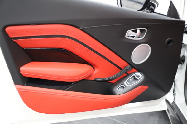 New 2021 Aston Martin Vantage Roadster Convertible for sale $189,186 at Alfa Romeo of Greenwich in Greenwich CT 06830 16