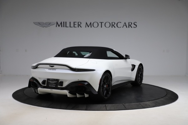 New 2021 Aston Martin Vantage Roadster Convertible for sale $189,186 at Alfa Romeo of Greenwich in Greenwich CT 06830 24