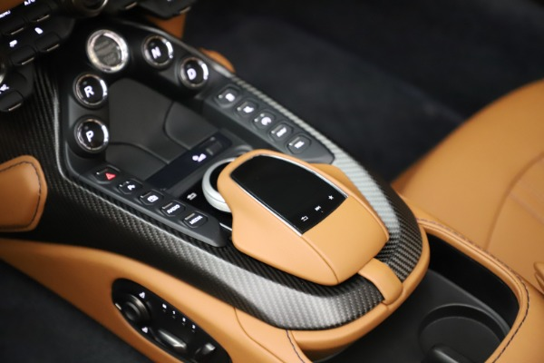 New 2021 Aston Martin Vantage Roadster Convertible for sale $205,686 at Alfa Romeo of Greenwich in Greenwich CT 06830 18