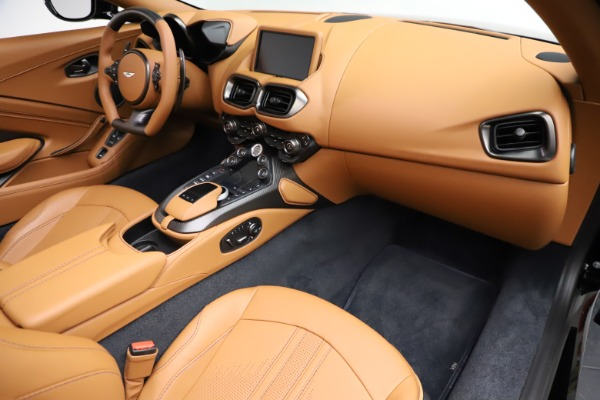 New 2021 Aston Martin Vantage Roadster Convertible for sale $205,686 at Alfa Romeo of Greenwich in Greenwich CT 06830 19