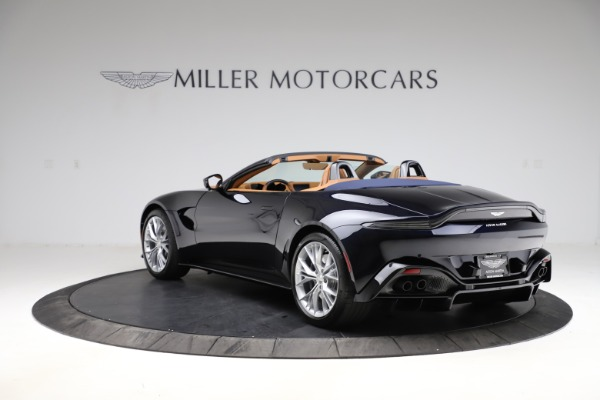 New 2021 Aston Martin Vantage Roadster Convertible for sale $205,686 at Alfa Romeo of Greenwich in Greenwich CT 06830 4