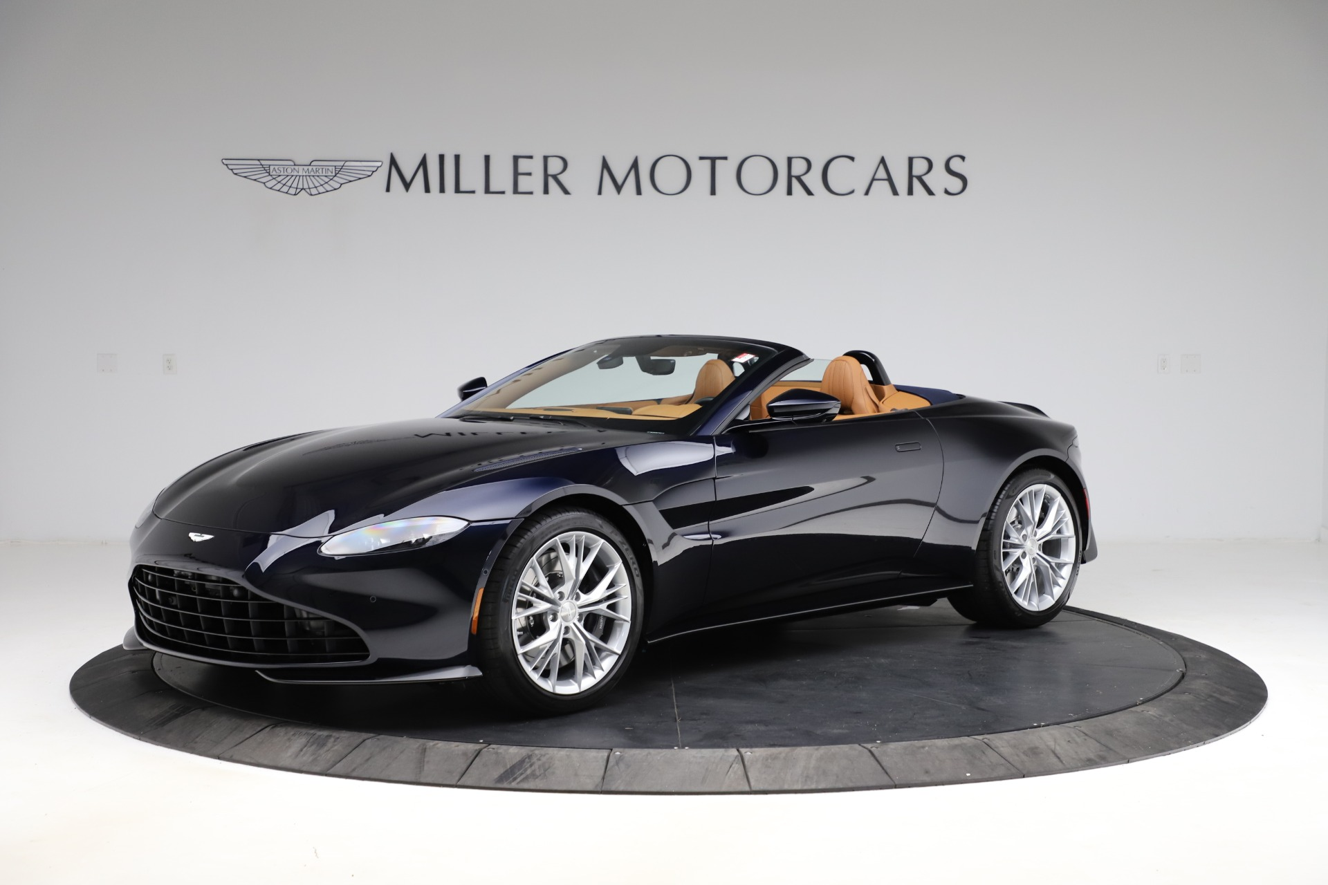 New 2021 Aston Martin Vantage Roadster Convertible for sale $205,686 at Alfa Romeo of Greenwich in Greenwich CT 06830 1