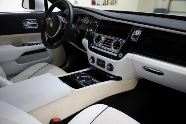 Used 2014 Rolls-Royce Wraith for sale Sold at Alfa Romeo of Greenwich in Greenwich CT 06830 16
