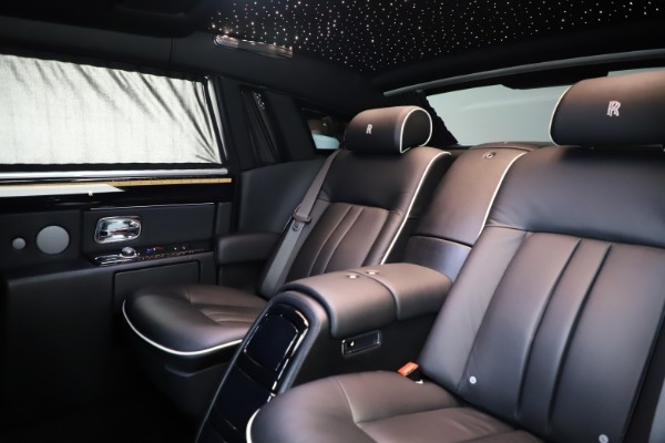 Used 2015 Rolls-Royce Phantom EWB for sale $289,900 at Alfa Romeo of Greenwich in Greenwich CT 06830 14