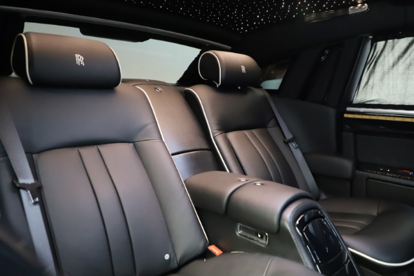 Used 2015 Rolls-Royce Phantom EWB for sale $289,900 at Alfa Romeo of Greenwich in Greenwich CT 06830 15