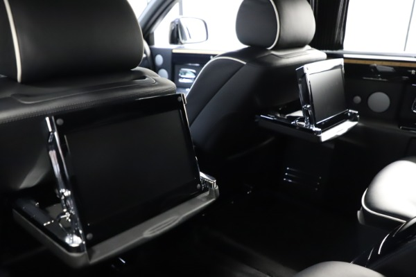 Used 2015 Rolls-Royce Phantom EWB for sale $289,900 at Alfa Romeo of Greenwich in Greenwich CT 06830 16