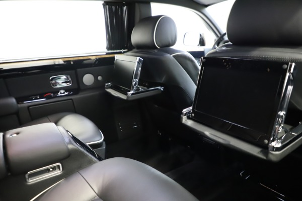 Used 2015 Rolls-Royce Phantom EWB for sale $289,900 at Alfa Romeo of Greenwich in Greenwich CT 06830 17