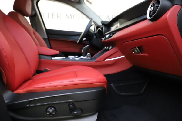 New 2021 Alfa Romeo Stelvio Q4 for sale $48,645 at Alfa Romeo of Greenwich in Greenwich CT 06830 22
