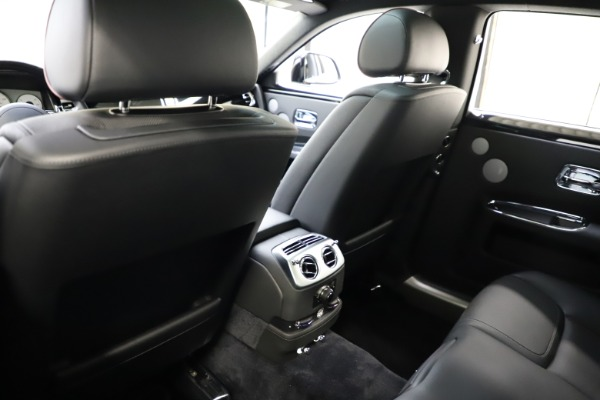 Used 2016 Rolls-Royce Ghost for sale $165,900 at Alfa Romeo of Greenwich in Greenwich CT 06830 16