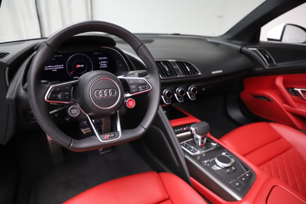 Used 2018 Audi R8 Spyder for sale $154,900 at Alfa Romeo of Greenwich in Greenwich CT 06830 19