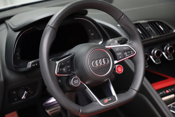 Used 2018 Audi R8 Spyder for sale $154,900 at Alfa Romeo of Greenwich in Greenwich CT 06830 24