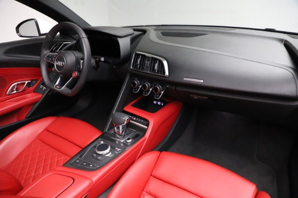 Used 2018 Audi R8 Spyder for sale $154,900 at Alfa Romeo of Greenwich in Greenwich CT 06830 25