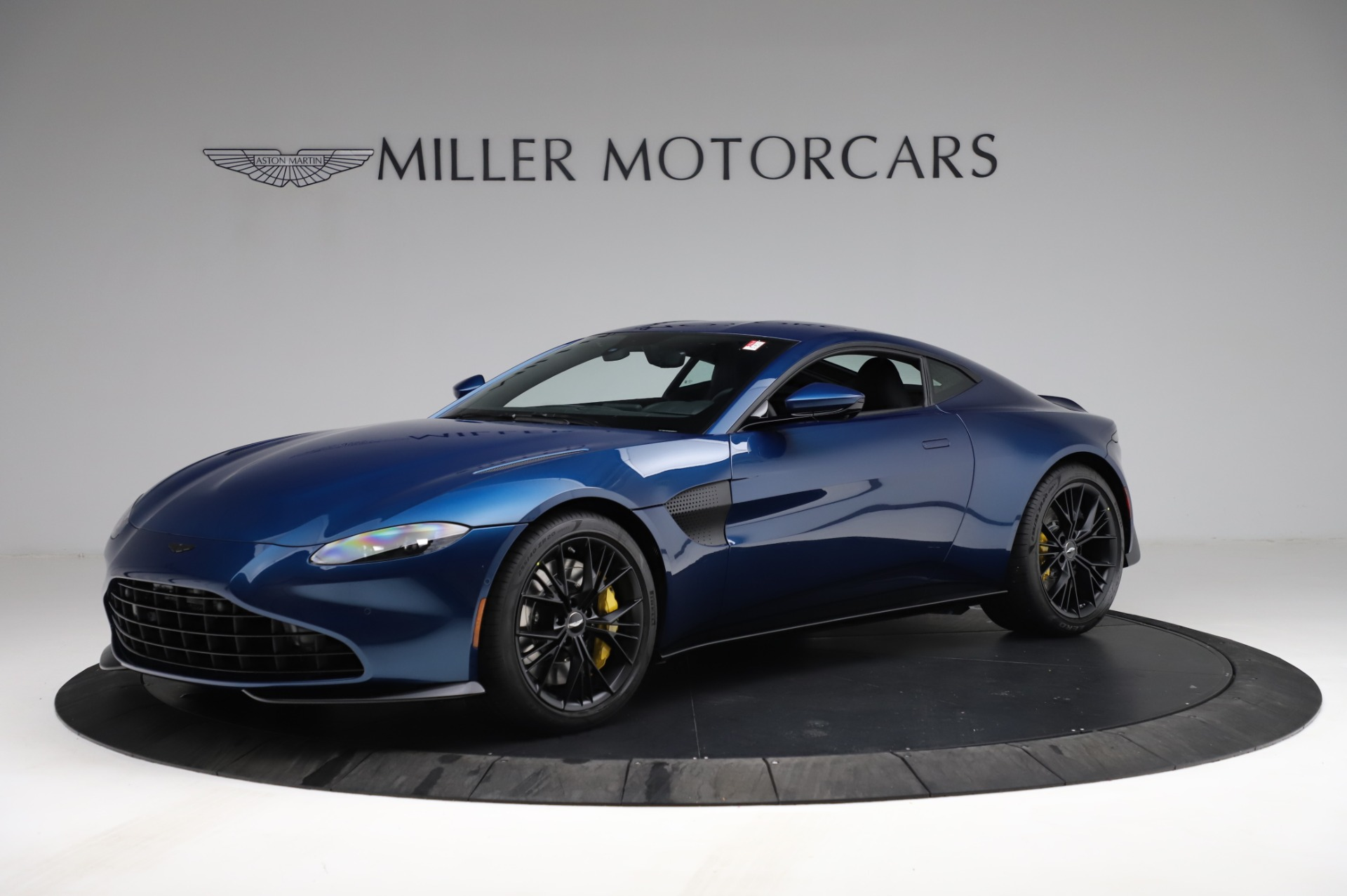 New 2021 Aston Martin Vantage Coupe for sale $179,386 at Alfa Romeo of Greenwich in Greenwich CT 06830 1