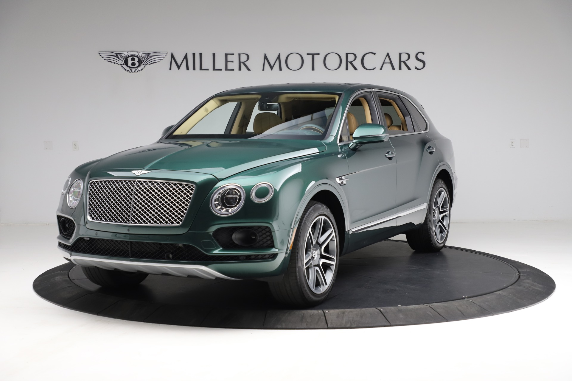 Used 2018 Bentley Bentayga W12 Signature for sale $159,900 at Alfa Romeo of Greenwich in Greenwich CT 06830 1