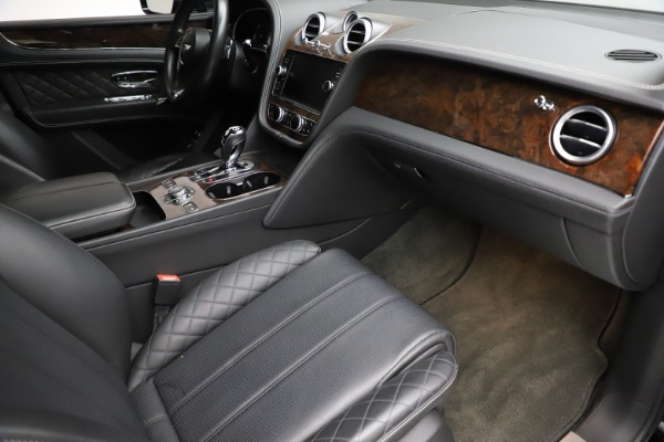 Used 2018 Bentley Bentayga W12 Signature for sale $159,900 at Alfa Romeo of Greenwich in Greenwich CT 06830 25