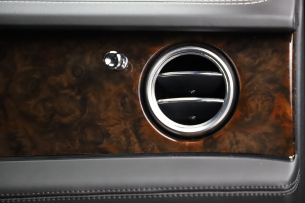 Used 2018 Bentley Bentayga W12 Signature for sale $159,900 at Alfa Romeo of Greenwich in Greenwich CT 06830 26