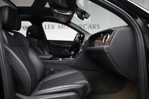 Used 2018 Bentley Bentayga W12 Signature for sale $159,900 at Alfa Romeo of Greenwich in Greenwich CT 06830 27