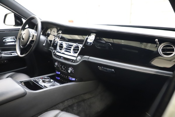 Used 2018 Rolls-Royce Ghost for sale $249,900 at Alfa Romeo of Greenwich in Greenwich CT 06830 13