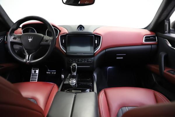 Used 2018 Maserati Ghibli SQ4 GranLusso for sale $55,900 at Alfa Romeo of Greenwich in Greenwich CT 06830 11