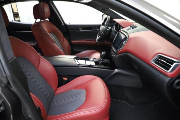 Used 2018 Maserati Ghibli SQ4 GranLusso for sale $55,900 at Alfa Romeo of Greenwich in Greenwich CT 06830 17