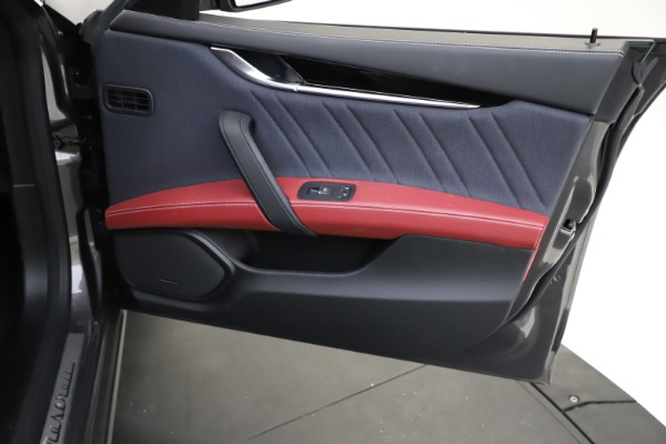 Used 2018 Maserati Ghibli SQ4 GranLusso for sale $55,900 at Alfa Romeo of Greenwich in Greenwich CT 06830 18