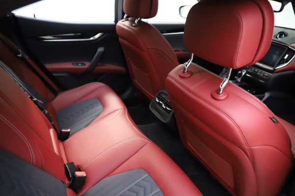 Used 2018 Maserati Ghibli SQ4 GranLusso for sale $55,900 at Alfa Romeo of Greenwich in Greenwich CT 06830 19