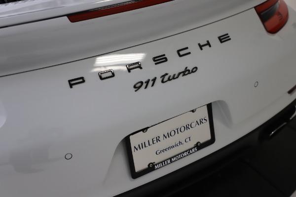 Used 2018 Porsche 911 Turbo for sale $159,990 at Alfa Romeo of Greenwich in Greenwich CT 06830 27