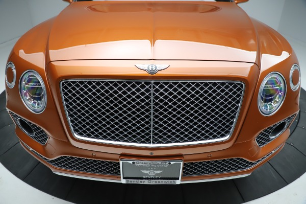 Used 2018 Bentley Bentayga Onyx Edition for sale $149,900 at Alfa Romeo of Greenwich in Greenwich CT 06830 13