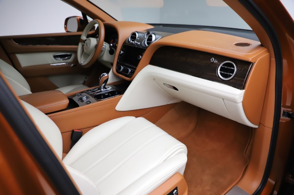 Used 2018 Bentley Bentayga Onyx Edition for sale $149,900 at Alfa Romeo of Greenwich in Greenwich CT 06830 25
