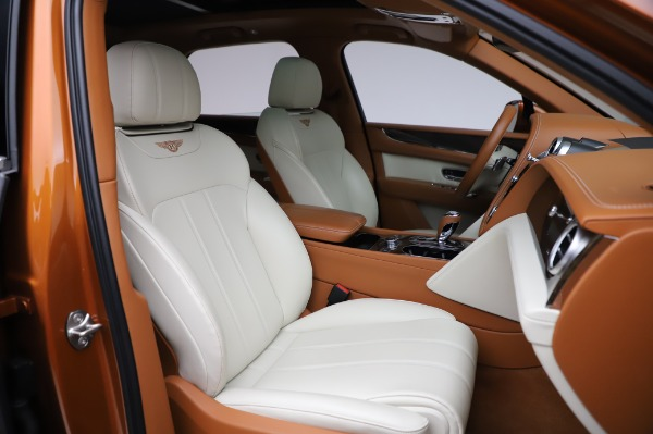 Used 2018 Bentley Bentayga Onyx Edition for sale $149,900 at Alfa Romeo of Greenwich in Greenwich CT 06830 27