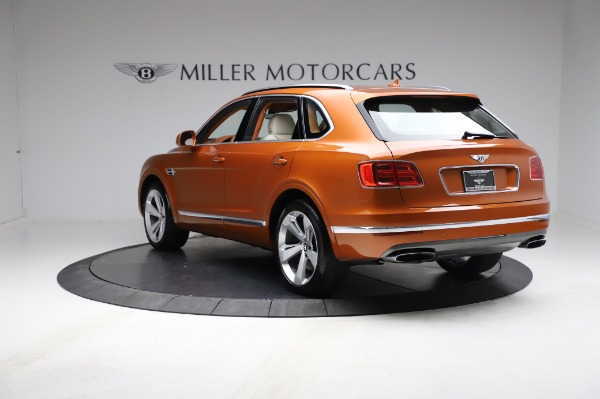 Used 2018 Bentley Bentayga Onyx Edition for sale $149,900 at Alfa Romeo of Greenwich in Greenwich CT 06830 5
