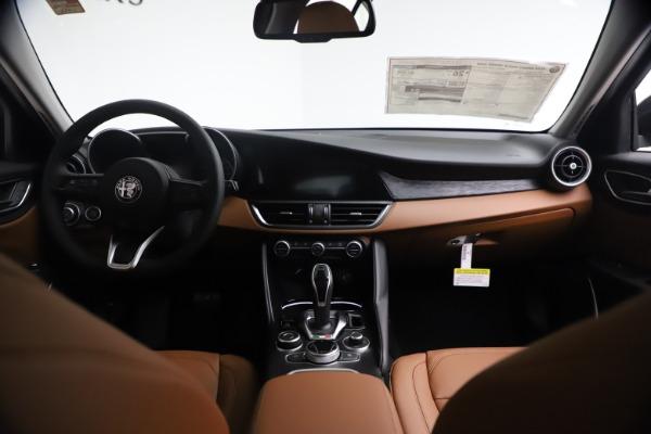 New 2021 Alfa Romeo Giulia Q4 for sale $48,535 at Alfa Romeo of Greenwich in Greenwich CT 06830 17