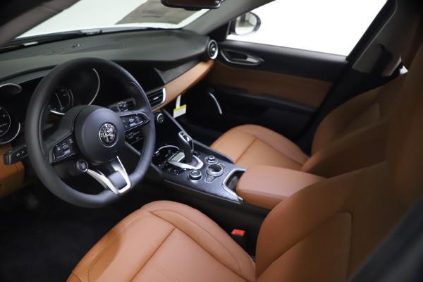 New 2021 Alfa Romeo Giulia Q4 for sale Sold at Alfa Romeo of Greenwich in Greenwich CT 06830 13