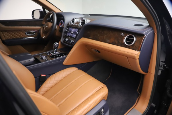 Used 2018 Bentley Bentayga W12 Signature for sale $149,900 at Alfa Romeo of Greenwich in Greenwich CT 06830 25