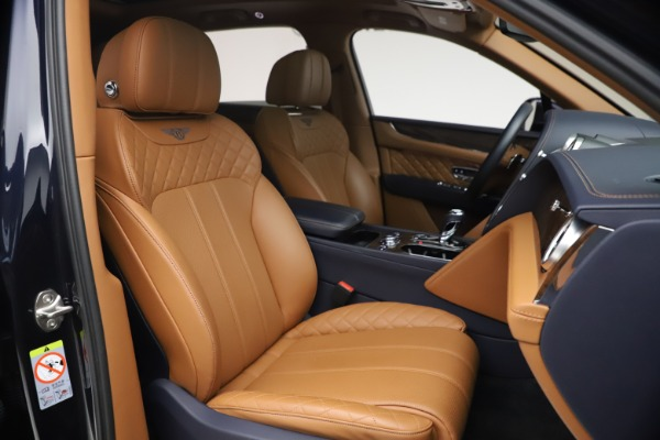 Used 2018 Bentley Bentayga W12 Signature for sale $149,900 at Alfa Romeo of Greenwich in Greenwich CT 06830 27