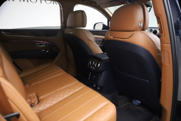 Used 2018 Bentley Bentayga W12 Signature for sale $149,900 at Alfa Romeo of Greenwich in Greenwich CT 06830 28