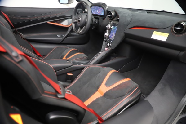 New 2021 McLaren 720S Spider for sale $366,670 at Alfa Romeo of Greenwich in Greenwich CT 06830 26
