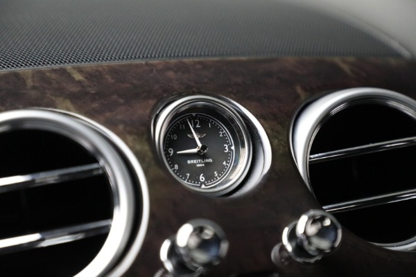 Used 2017 Bentley Flying Spur V8 for sale $144,900 at Alfa Romeo of Greenwich in Greenwich CT 06830 24